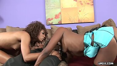 Threesome like this with two gorgeous lesbo bisex ebonies